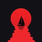 Silhouette de yacht sur le coucher du soleil Photos libres de droits