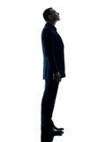 Silhouette debout d'homme d'affaires d'isolement image stock