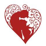 Silhouette des couples affectueux à l'intérieur du coeur avec des remous Photos stock