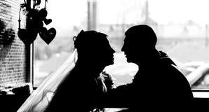 Silhouette des couples de mariage Photographie stock libre de droits