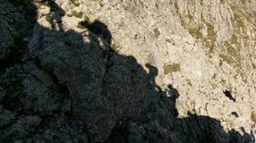 Silhouette des grimpeurs, par l'intermédiaire de Ferratta Tridentina, dolomites Photos stock