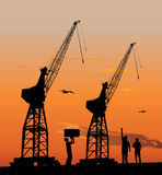 Silhouette des grues de port Image stock