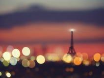 Silhouette des lumières de Tour Eiffel et de nuit de Paris, France Photo libre de droits
