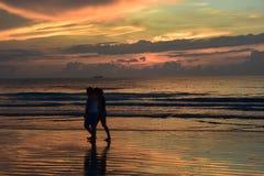 Silhouette des personnes et du ciel de matin Photographie stock