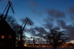 Silhouette des tours dans le port de Hambourg Image stock