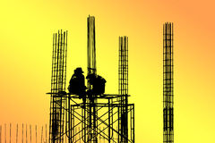 Silhouette des travailleurs de la construction Photographie stock libre de droits