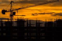 Silhouette du bâtiment et de la grue Photo libre de droits