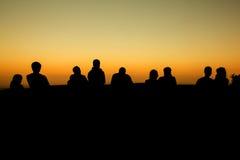 silhouette du groupe de position d'amis Photographie stock libre de droits