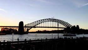 Silhouette du pont de port de Sydney dans l'Australie photos stock