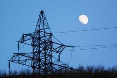 Silhouette et lune de pylône de puissance Photo stock