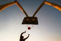 silhouette för basket s Arkivfoton