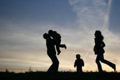 silhouette för familj fyra Arkivbild