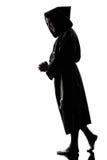 silhouette för präst för manmonk be Royaltyfria Bilder