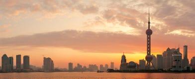 Silhouette för Shanghai morgonhorisont Arkivbild
