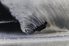 Silhouette för vattenSking manlig Arkivfoto