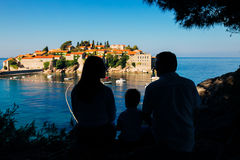 Silhouette of a family with children against the backdrop of the setting sun and sea Royalty Free Stock Photography