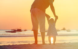 Silhouette of father and little daughter at sunset Royalty Free Stock Photography