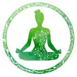 Silhouette femelle verte dans la pose de yoga Image libre de droits