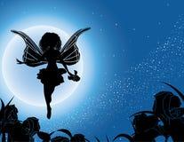 Silhouette féerique de vol avec des fleurs en ciel de nuit Photographie stock