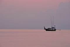 Silhouette fishing boat Royalty Free Stock Photography