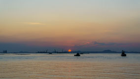 Silhouette of fishing boat and sunset, with  koh sichang and sri Royalty Free Stock Photos