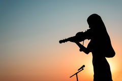 Silhouette of Girl playing the violin Royalty Free Stock Photos
