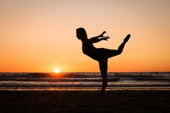 Silhouette of a girl practicing yoga Royalty Free Stock Photos