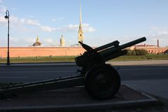 the silhouette of the gun on the background of the fortress royalty free stock image