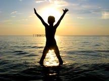 Silhouette heureuse de garçon Images libres de droits
