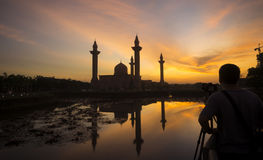 Silhouette man picture the Tengku Ampuan Jemaah Mosque Royalty Free Stock Photos