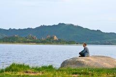 Silhouette man yogi Royalty Free Stock Images
