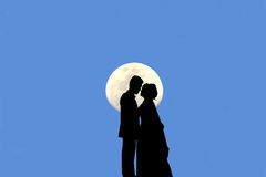 Silhouette of married couple  kissing There is a moon and the bl Royalty Free Stock Images