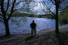 Silhouette masculine de solitude Photographie stock libre de droits