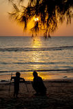 Silhouette of mom and son playing on the beach., with beautiful. Light of sunset behind Stock Photography