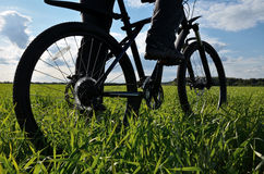 Silhouette of mountain bike on a background of the blue sky Royalty Free Stock Photos