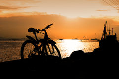 Silhouette of mountain bike at sea Royalty Free Stock Photography