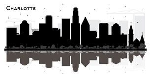 Silhouette noire et blanche d'horizon de Charlotte City avec Reflectio illustration stock