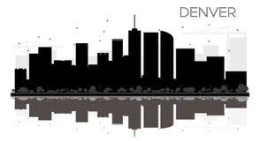 Silhouette noire et blanche d'horizon de Denver City avec des réflexions Image stock