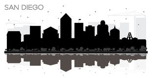 Silhouette noire et blanche d'horizon de San Diego City avec Reflectio illustration stock
