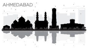 Silhouette noire et blanche d'horizon de ville d'Ahmedabad avec le reflectio Illustration Libre de Droits
