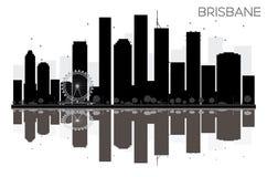 Silhouette noire et blanche d'horizon de ville de Brisbane avec la réflexion illustration stock