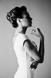 Silhouette noire et blanche de jeune mariée Photographie stock