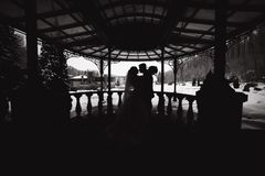 Free Silhouette Of Groom And Bride. Black And White Photo Stock Photography - 160638262