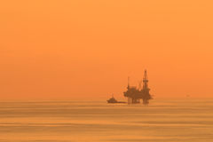 Silhouette Offshore Jack Up Drilling Rig Royalty Free Stock Image