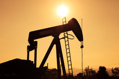Silhouette Oil Pump Jack Royalty Free Stock Photos