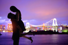 Silhouette romantic lovers with Odaiba Royalty Free Stock Photos