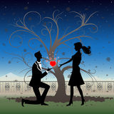 Silhouette romantique de couples Photo stock