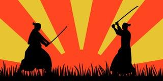 Silhouette samouraï japonaise de guerriers avec l'épée de katana sur l'orange Images libres de droits