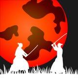 Silhouette samouraï japonaise de guerriers avec l'épée de katana sur l'orange Photo stock