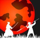 Silhouette samouraï japonaise de guerriers avec l'épée de katana sur l'orange Photos stock